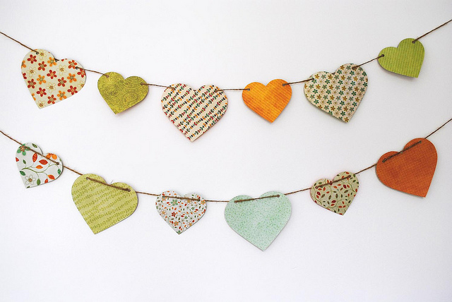Heart paper bunting via the green gal on flickr