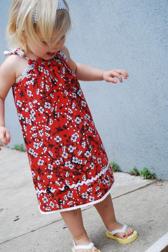 Pillowcase Dress for little girls - Strawberry Poppins on Etsy