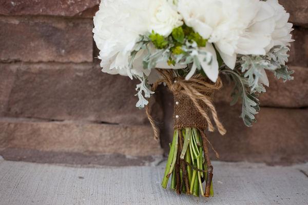 Burlap-wrapped Bouquet via Style Me Pretty