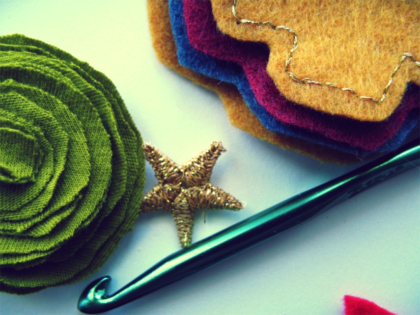 Oaxacaborn on Etsy - Work in Progress - Gold Star, Green Knit Fabric, Felt Shapes and Crochet hook