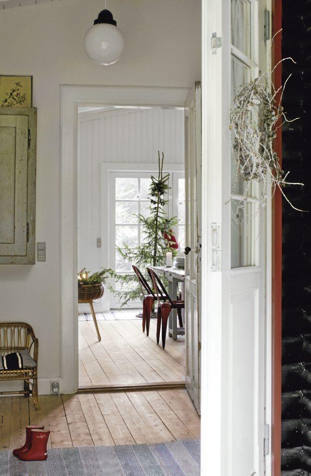 Lantliv Magazine Frederikke Heiberg photo - doorway - Scandinavian Christmas
