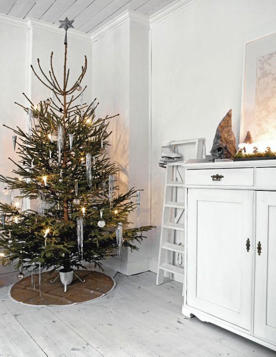 Photo by Sofi Sykfont for Lantliv magazine - Scandinavian Christmas tree