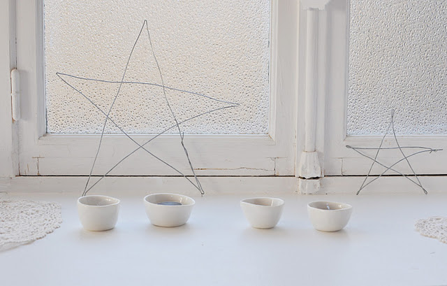 White on White - Wire Stars, White Lace Doilies, White Ceramics in White WIndow - via Le Dans La Blog, France