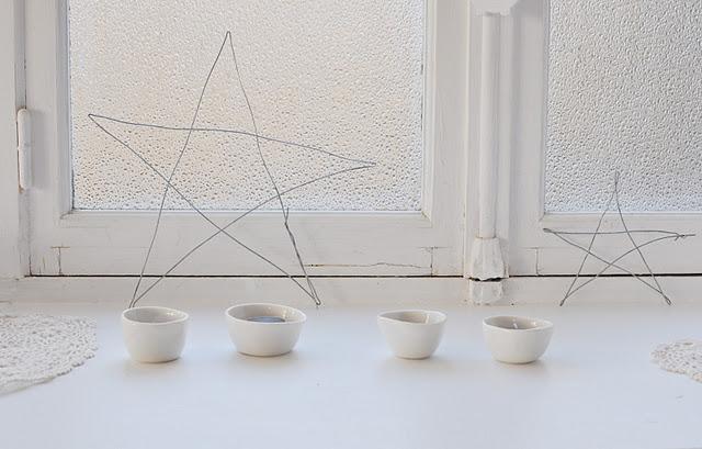 White on White - Wire Stars, White Lace Doilies, White Ceramics in White WIndow - via Le Dans La Blog, France