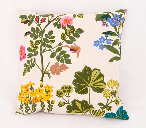Cushion cover Rabarber, natural via Jobs Handtryck, Sweden