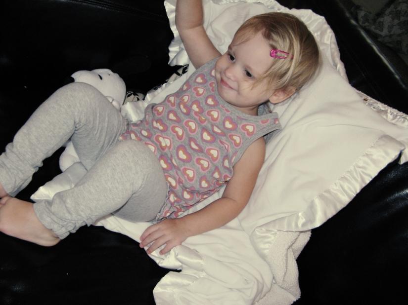Toddler in grey leggings and grey tank - photo via Oaxacaborn dot com