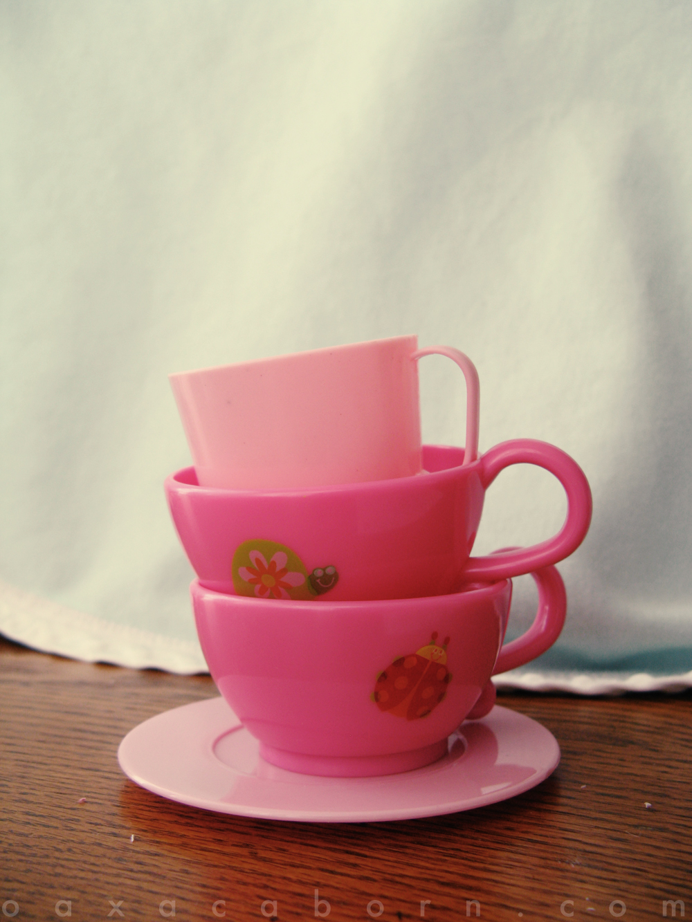 Toy tea cups and saucer, photo via Oaxacaborn dot com