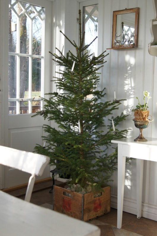 Scandinavian Christmas Tree via antlivinorregrd
