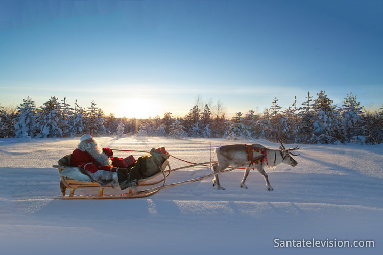 LIST OF FINNISH CHRISTMAS TRADITIONS - Photo of Finnish Santa Claus in Rovaniemi - Photo by Finland Santa