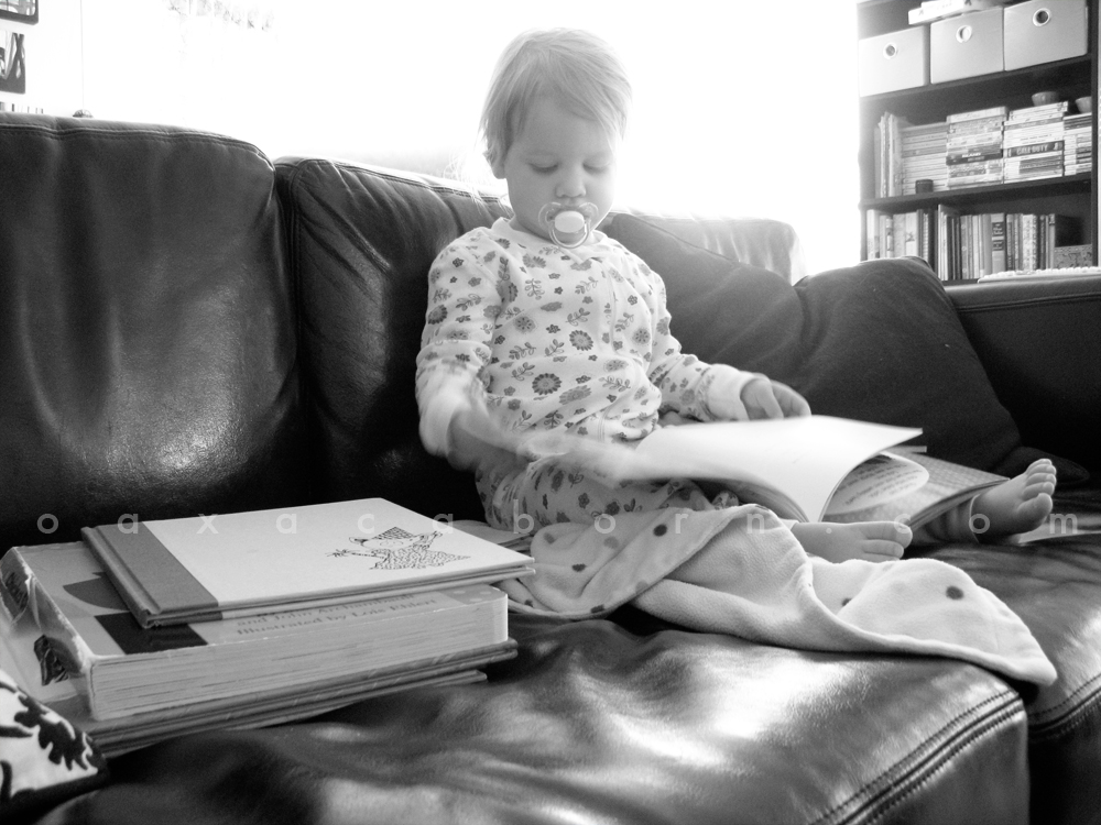 Aveline reading on the couch - photo via Oaxacaborn dot com