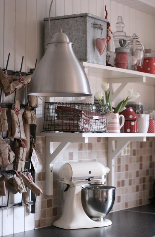 kjøkken - Beautiful Nordic Christmas interior from the beate hemsborg blog as seen on the Oaxacaborn blog