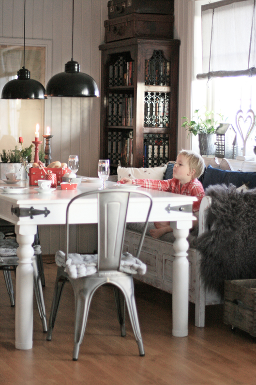 spisestue - Beautiful Nordic Christmas interior from the beate hemsborg blog as seen on the Oaxacaborn blog