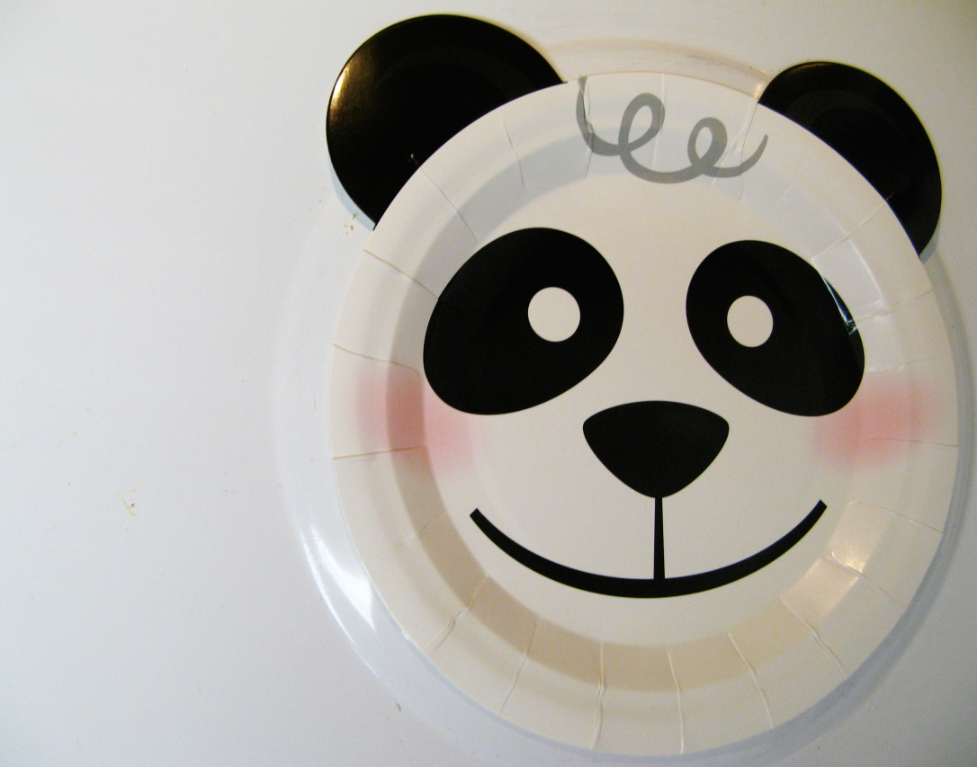 Black and white Kawaii Panda Bear plate - photo via Oaxacaborn dot com