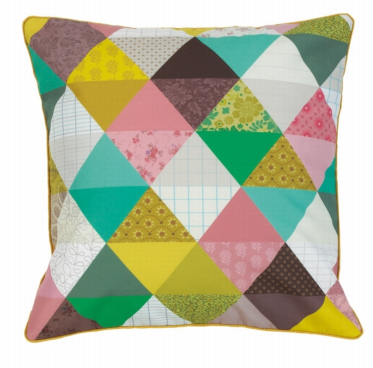 Beautiful triangle cushion 40x40 Mini Labo  via Kidsdinge