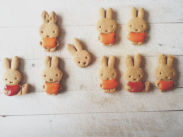 Easter Rabbit cookies via Virgnie Jolie-The Happy Apple
