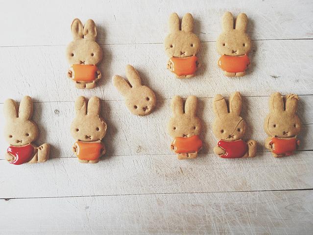 Easter Rabbit cookies via Virgnie Jolie-The Happy Apple