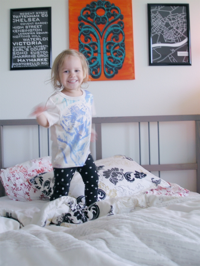 Aveline jumping on the bed via Oaxacaborn