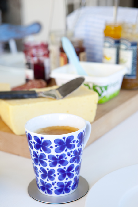 10 Cobalt Blue Patterns for Inspiration on the Oaxacaborn blog -  Mug via Hildas Hem