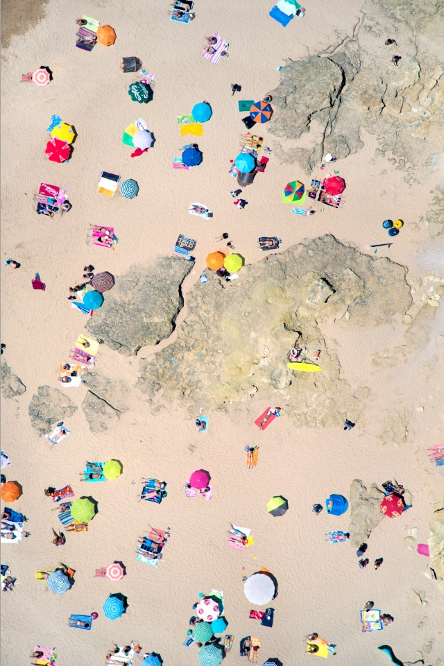 Gray Malin overhead photograph of beach | 10 Neon/Fluro Images for Summery Inspiration, a post on www.oaxacaborn.com