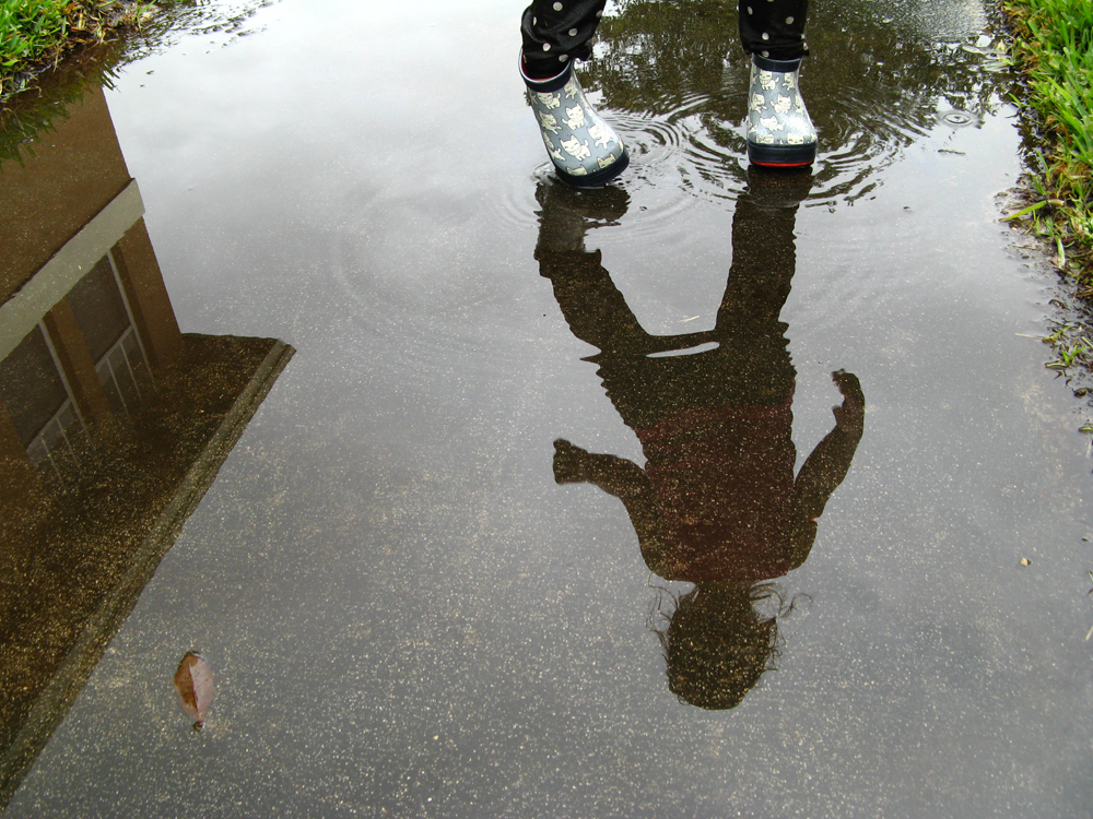 Poco Nido wellies reflection in puddle via Oaxacaborn