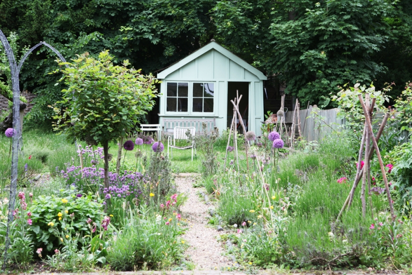 Pure Style Summer Garden - Jane Cumberbatch's Tips on Blogging