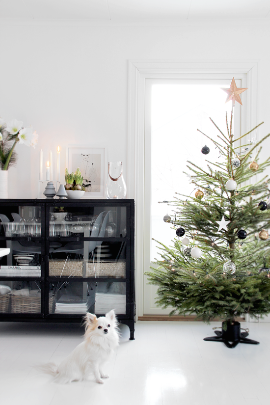 Christmas Tree - Black and White, Nordic - Photographer Nina Holst for Stylizimo Blog