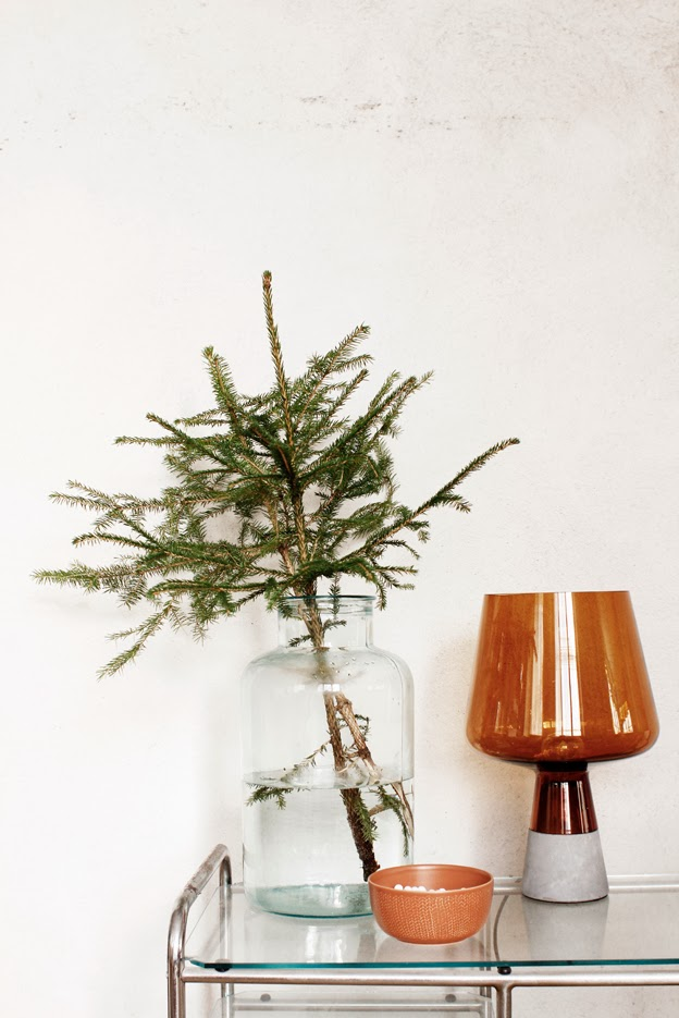 Leftover Christmas tree branch idea by Finnish blog pikkuvarpunen.blogspot.fi