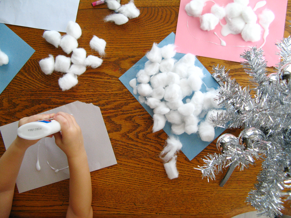 Oaxacaborn blog - 3 - December 2013 - Cotton ball and Elmer's glue snowmen
