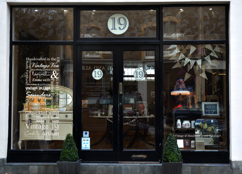 10 Inspiring Storefronts and Cafes from around the World // 19 Alexandra Road, Clevedon
