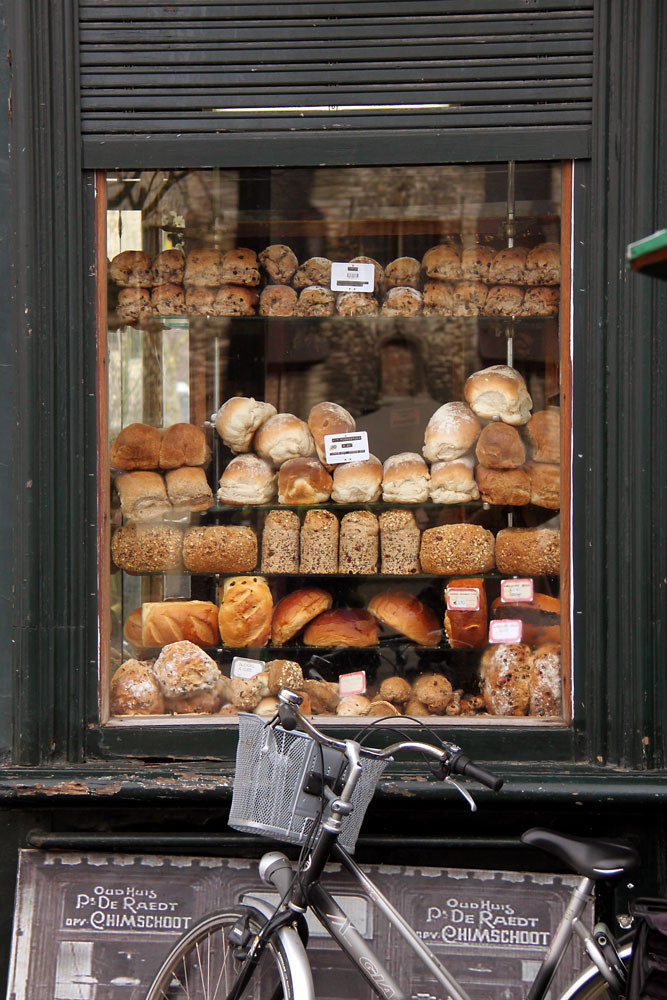 10 Inspiring Storefronts and Cafes from around the World // Bakery in Ghent, Belgium