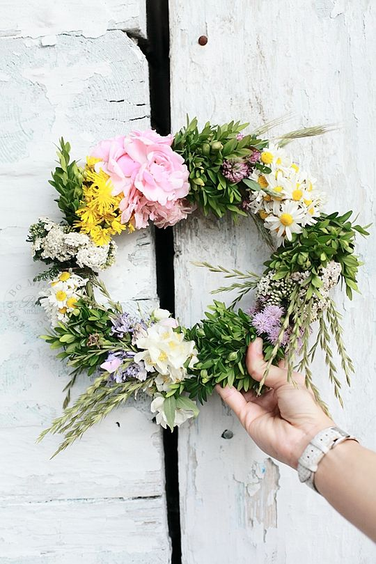 Midsommar wreath of flowers
