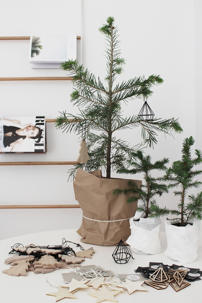 Design Chaser - Tabletop Christmas Tree, wooden, and wire geometric on Oaxacaborn's MONDAY'S PRETTY THINGS :: Decorating with Christmas Tree Branches