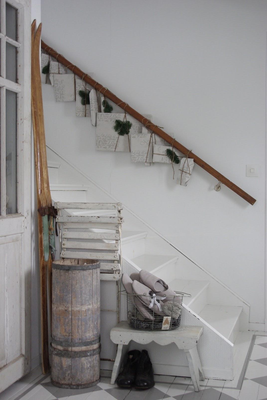 Scandinavian christmas advent calendar ideas the - Decorazioni per scale interne ...